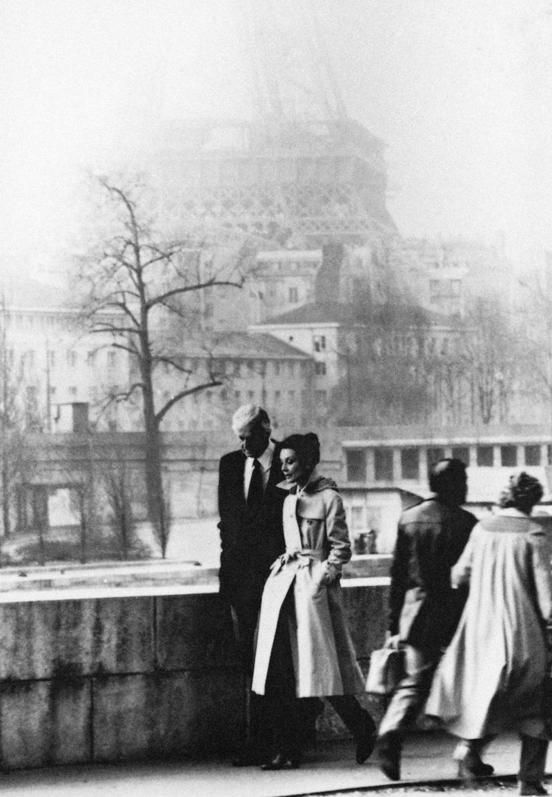 Audrey Hepburn en Hubert de Givenchy in Parijs, 1982, Foto: Jacques Scandelari; courtesy Hubert de Givenchy