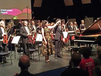 Nino Gvetadze dankt het publiek