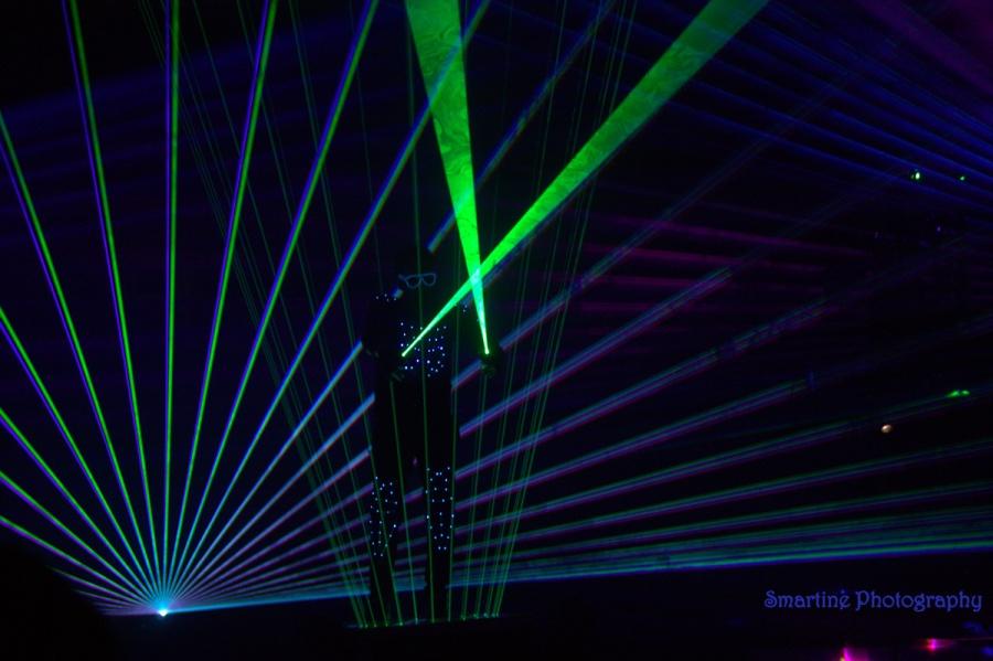 De prijswinnende laseract van Marco Lorador. Smartine Photography