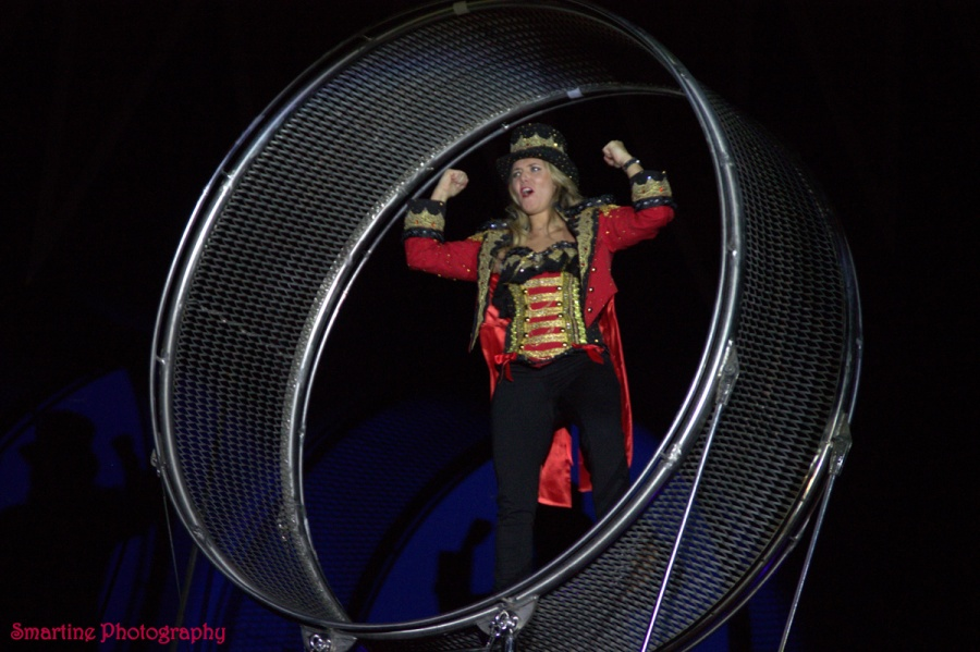 Jenny Smit in the wheel of death. Smartine Photography