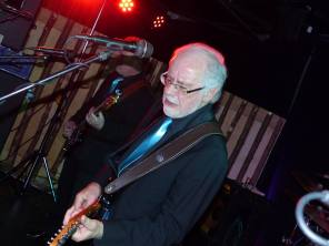 10 Hans van Eijk (Jumping Jewels Revival Band). Coverclub, De Uithof