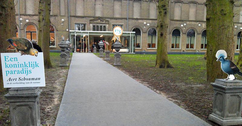 Oprijlaan van het museum