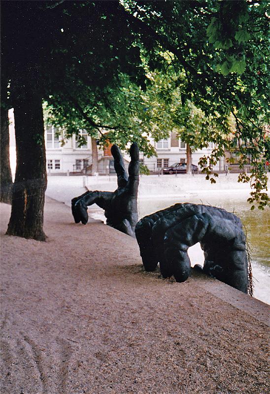 In 2004 kwam er een reus uit de Hofvijver geklommen