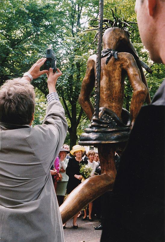 2000: Koningin Beatrix opent de derde editie van Den Haag Sculptuur