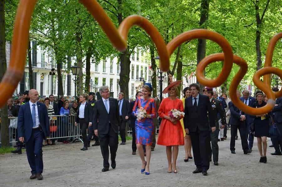 Koninginnen Mathilde en Maxima bij de opening van Vormidable, met Vlaamse beeldhouwkunst (2015)