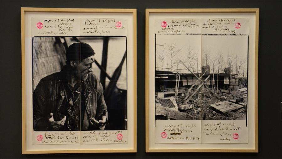 Foto's in vier vellen, met nummering en stempels