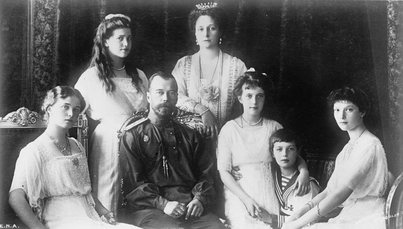 De Romanov-familie in 1914 (bron: Wikimedia)