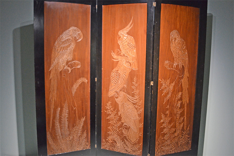 Verschillende tropische vogels op houten kamerscherm