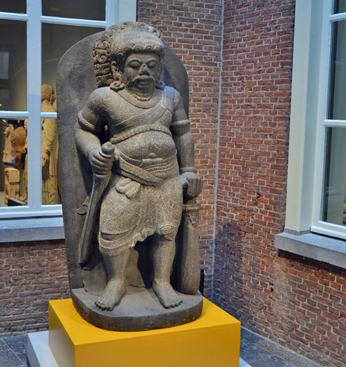 Aziatisch beeld, even terug in het museum (foto auteur)