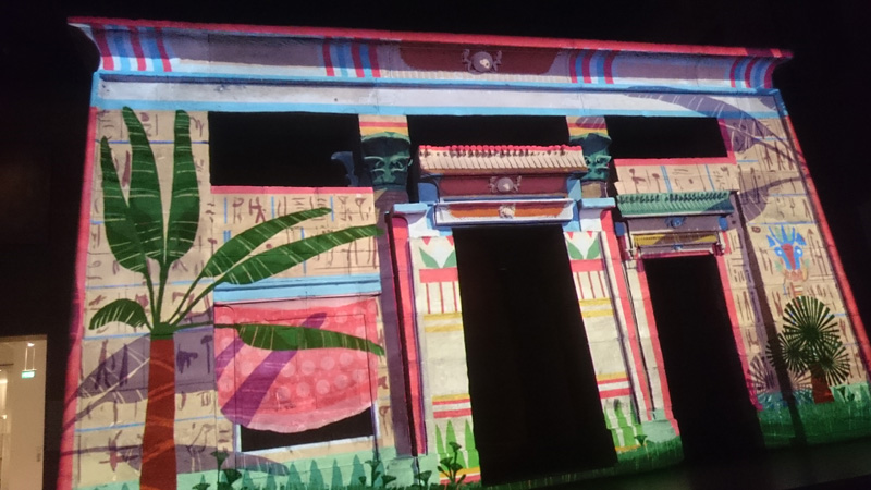 Lichtshow op de Taffeh-tempel (foto auteur)