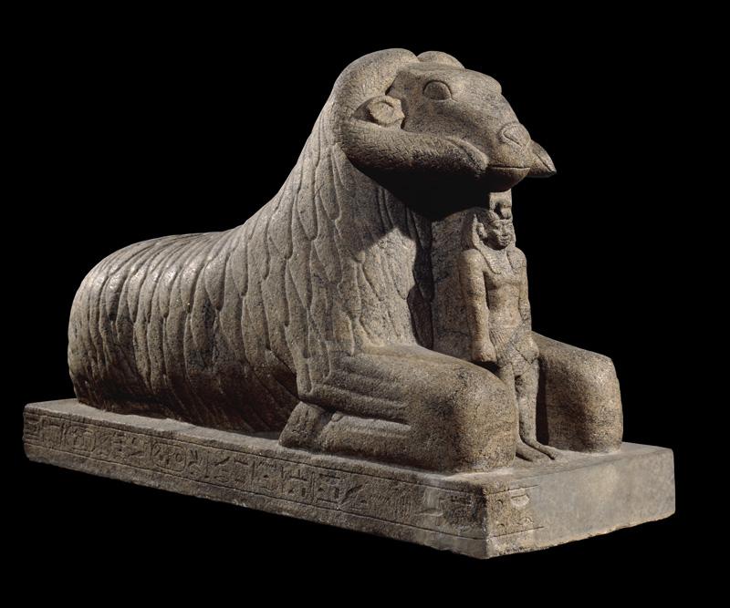 """Ramsfinx met koning Taharka, één van de """"zwarte (= Nubische) farao's"""" © British Museum, Londen"""