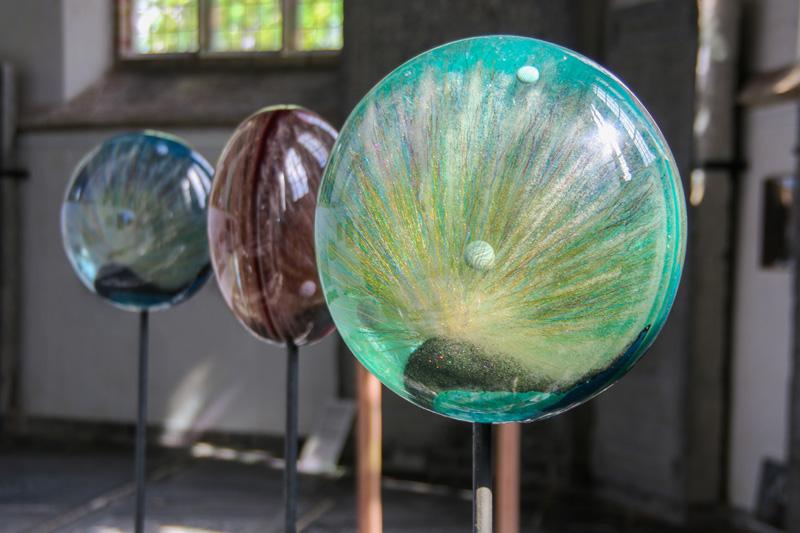 Objecten van epoxyhars door Pim Velthuizen